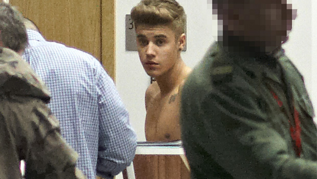 This is how Justin Bieber chose to go through airport security in Poland. (X17Online)