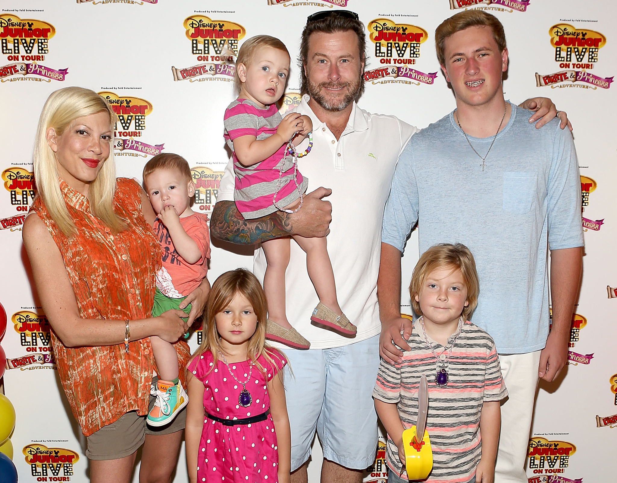 Tori Spelling, Dean McDermott, and family (Getty Images)