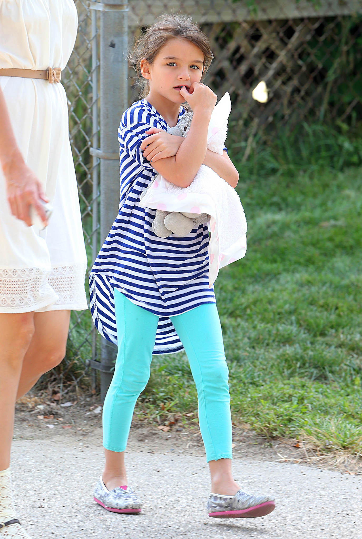 Suri shows off her style. (Splash News)