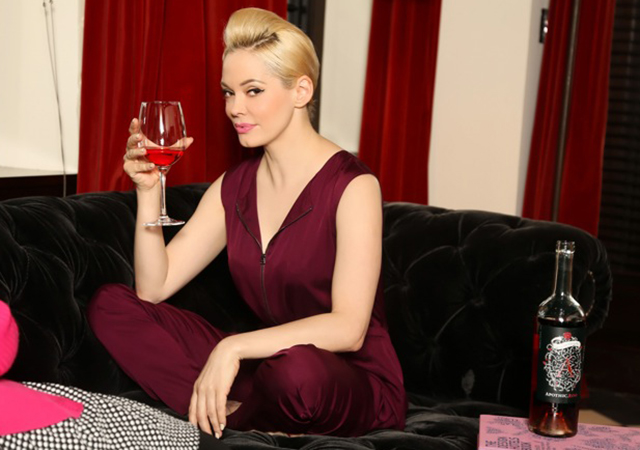 Rose McGowan sips a glass of Apothic Rose wine in NYC.
