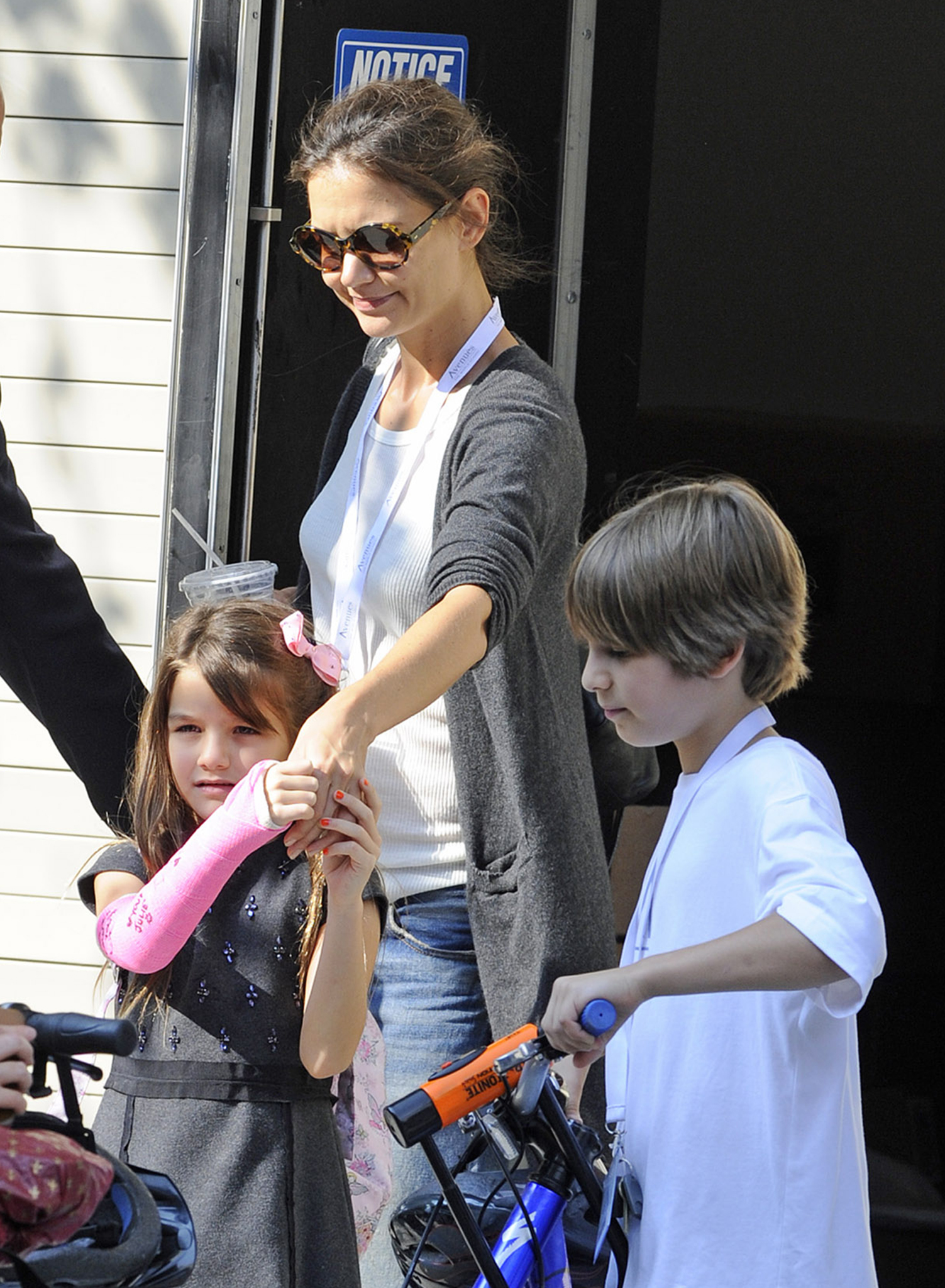 Suri and Katie out together on Thursday. (Splash News)
