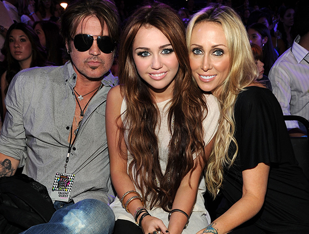 Billy Ray, Miley, and Tish Cyrus (Getty Images)