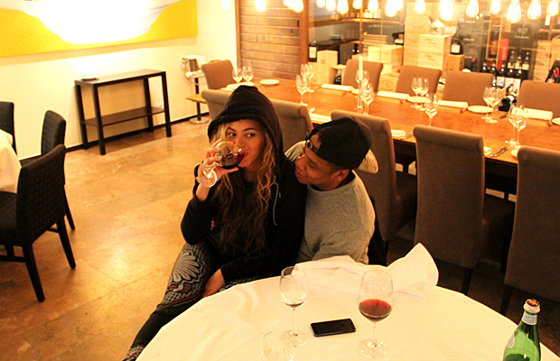 Beyoncé enjoys a glass of wine (Tumblr)