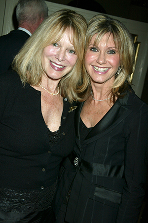Rona and Olivia Newton-John in 2004 (Gregory Pace/FilmMagic)