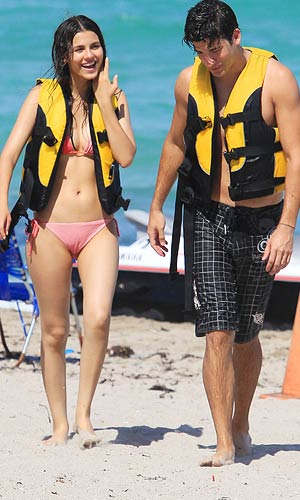 Victoria Justice and Ryan Rottman spend a sunny day at the beach. - Ait, Monnier/PacificCoastNews.com