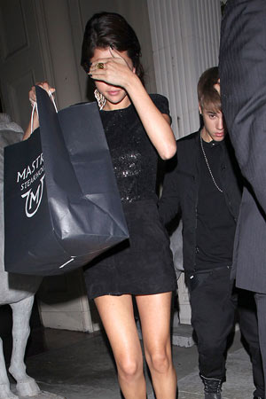 Selena Gomez and Justin Bieber dodge the cameras as they leave dinner. - Hellmuth Dominguez, PacificCoastNews.com