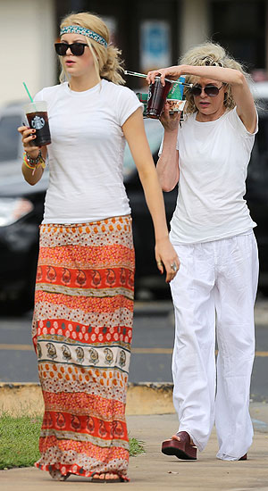 Ireland Baldwin and mom Kim Basinger (FameFlynet)