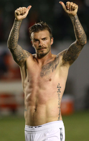 Becks showed off his famous abs on the field with the Galaxy (INFphoto.com)