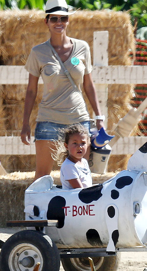 Halle and Nahla. (Splash News)