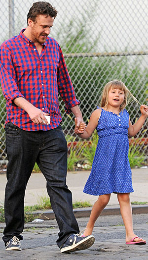 Jason Segel and Matilda (Splash News)