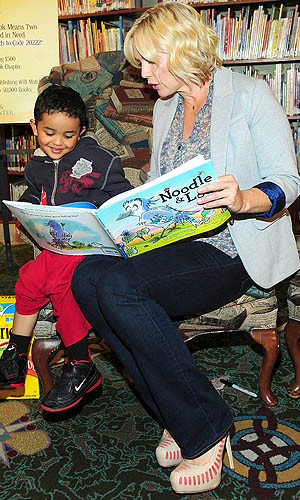 Jennie Garth participates in Cheerios Spoonfuls of Stories even in L.A. (Albert Michael/startrackphoto.com)