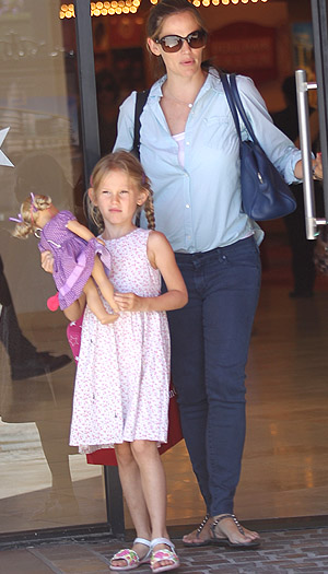 Jennifer Garner and Violet Affleck (Splash News)