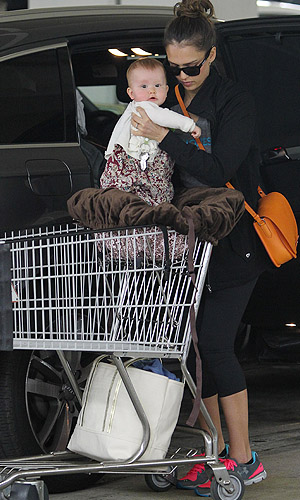 Jessica packs up her precious cargo (CL/Splash News)