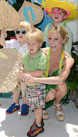 Julie Bowen and sons pose for a pic at the Huggies Hawaiian Luau. (Jason Merritt/WireImage)
