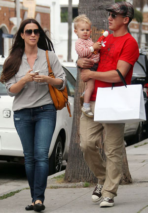 Alanis Morissette with her husband and son (PacificCoastNews.com)