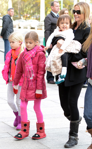 Denise Richards and her daughters (Elder Ordonez/INFdaily.com)