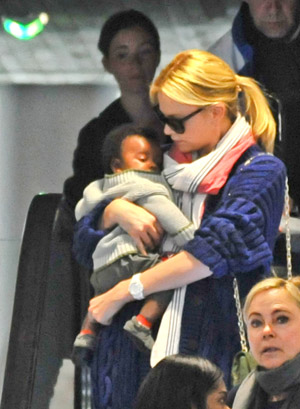 Theron with son Jackson (INFphoto.com)