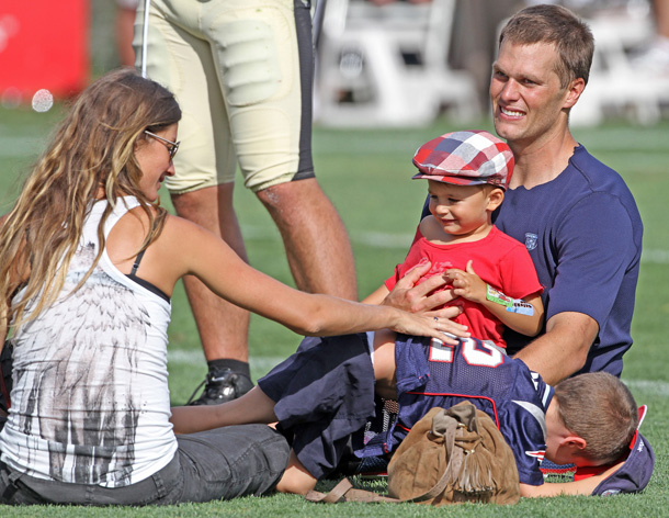 Gisele Bundchen and Tom Brady with Benjamin and John in September (Splash News)