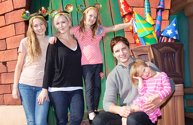 Garth posed with her daughters and now-ex Peter Facinelli in 2010. (Getty Images)