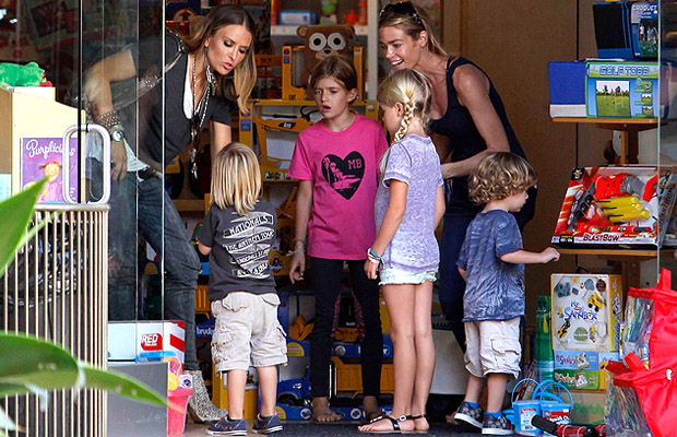The Richards-Mueller brood at a toy store. (Splash News)