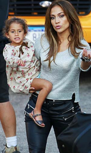 J.Lo and Emme hang out as mom works in L.A. - Bruja/PacificCoastNews.com