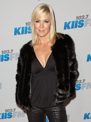 Jennie Garth flaunts her fab figure! (Paul A. Hebert/FilmMagic)
