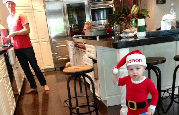David Burtka, Harper, and Gideon play in the kitchen. (Twitter)