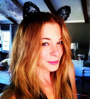 Rimes as Cat Woman (Twitter.com/LeAnnRimes)