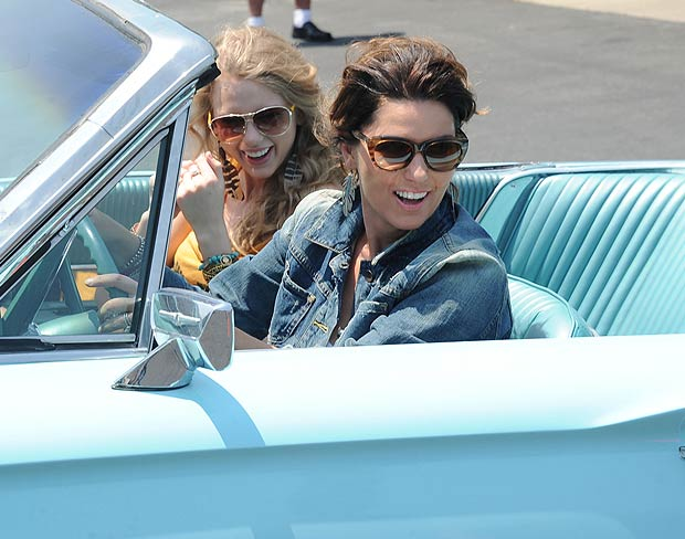 Shania Twain and Taylor Swift film their parody for the 2011 CMT Music Awards. - Rick Diamond/Getty Images North America