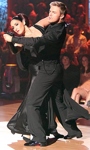 Derek Hough and Ricki Lake take the dance floor. ABC/ADAM TAYLOR