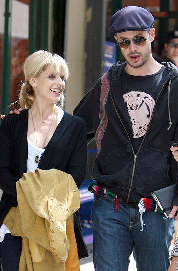 Gellar and Prinze in NYC (Splash News)