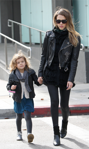 Jessica Alba and her daughter, Honor. (Splash News)