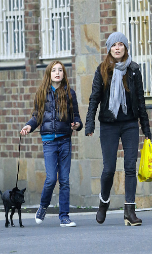 Julianne Moore with her daughter in NYC (Splash News)