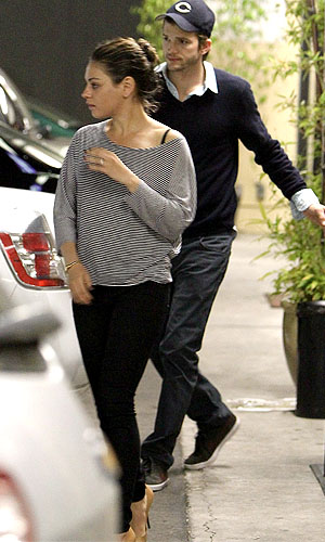 Kunis and Kutcher went out for sushi in Studio City, California. (Blanco-RS/X17online.com)