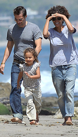 Olivier and Halle hang out with Nahla. (Oliver S Wolf/Splash News)