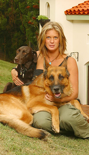 Rachel Hunter with her dogs in front of their chic house. (La Petite Maison)