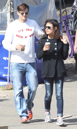 Ashton Kutcher and Mila Kunis in Australia (INFphoto.com)
