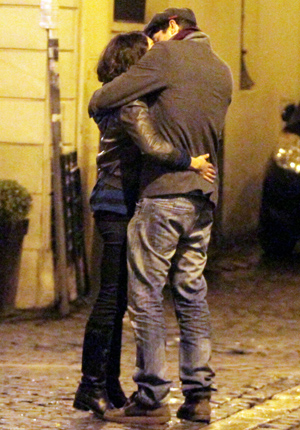 Ashton Kutcher and Mila Kunis in Rome (Splash News)
