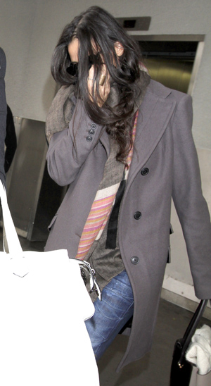 Demi Moore trying to dodge the paparazzi on Nov. 17 (Sharky/Splash News)