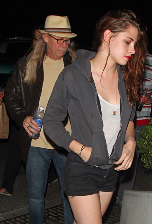 Kristen Stewart with her father (PacificCoastNews.com)