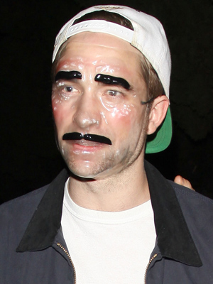 Boyfriend Robert Pattinson wore a matching mask. (PacificCoastNews.com)