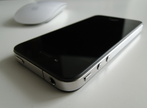 iPhone 4 (Apple)