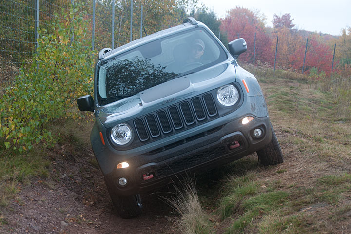 the jeep renegade trailhawk proves its off road ability review. Black Bedroom Furniture Sets. Home Design Ideas