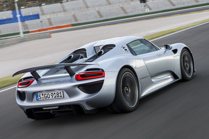 watch a koenigsegg agera race a porsche 918 spyder. Black Bedroom Furniture Sets. Home Design Ideas
