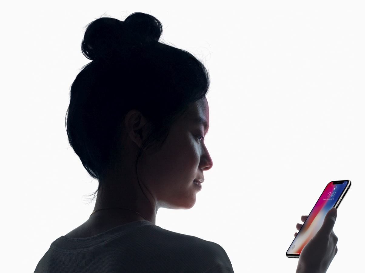 Apple responds to top senator's privacy questions about the iPhone X's face scanner (AAPL)