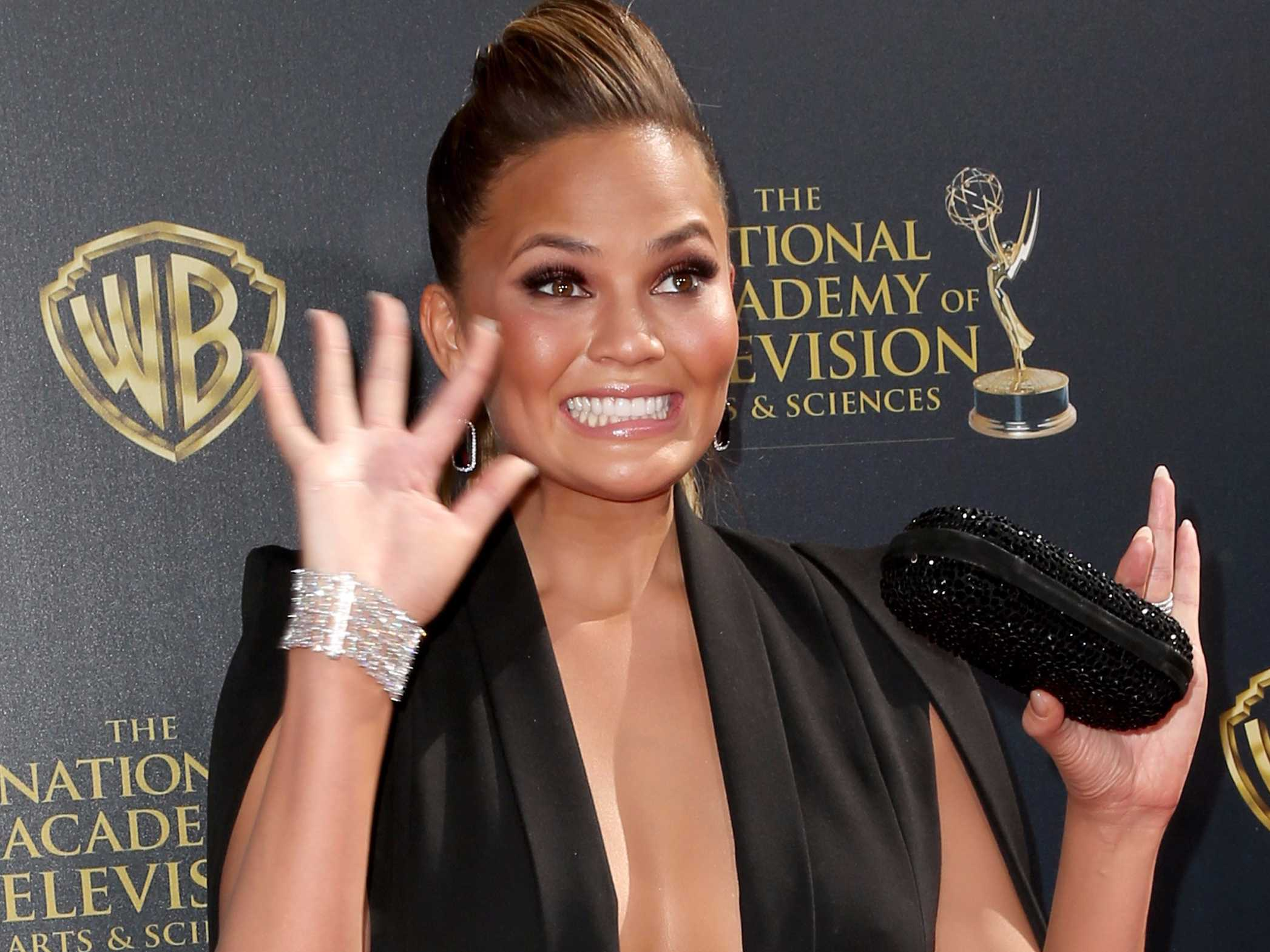 An airliner flew 8 hours over the Pacific Ocean with a passenger who was on the wrong plane — and Chrissy Teigen live-tweeted the whole incident