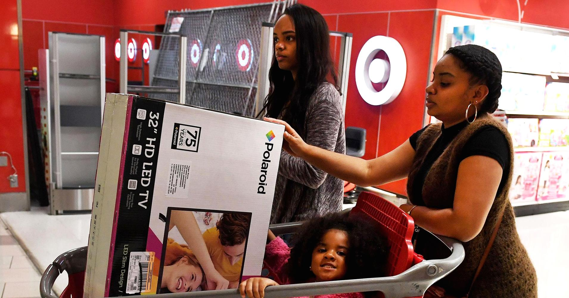 Target's holiday forecast disappoints, sending shares lower | CNBC