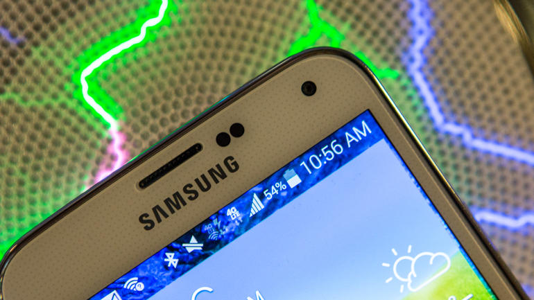 Samsung has a moment, topping Apple in phone activations