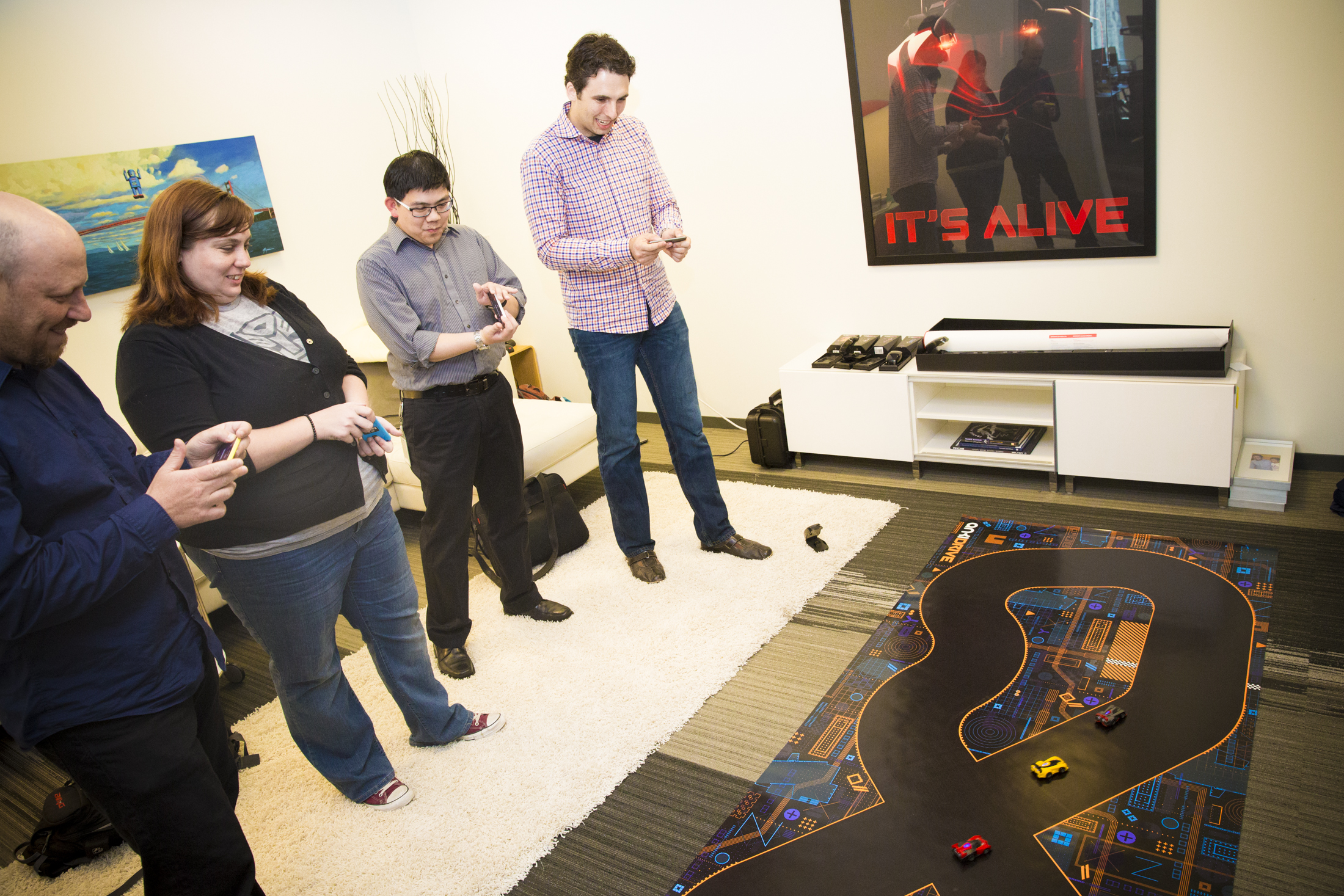 Anki Drive racing game outgrows iOS with Android support