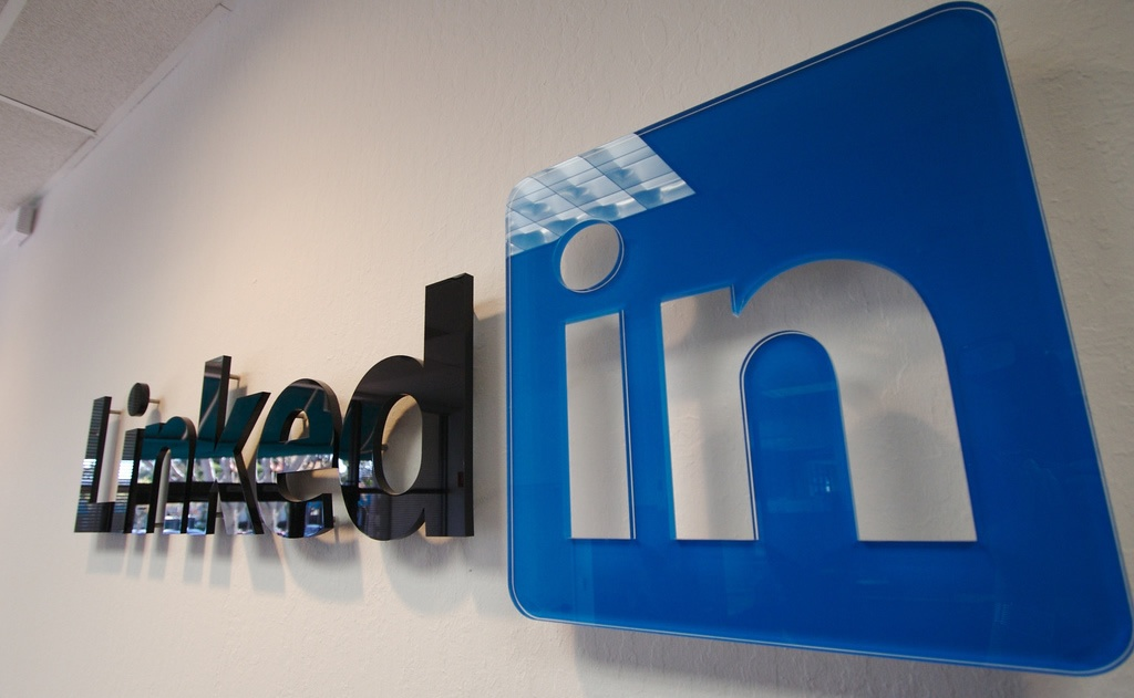 LinkedIn shares fall 40 percent, reducing market cap by $10 billion
